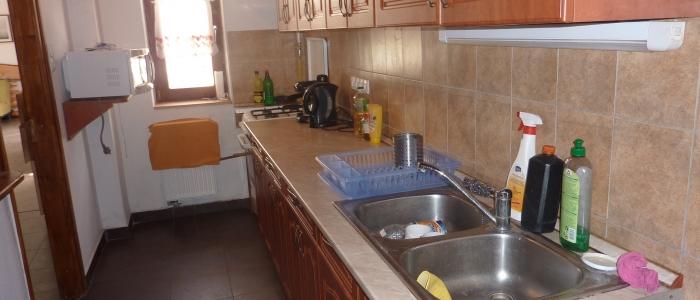 A teljesen felszerelt konyhát a vendégek igényeinek megfelelően alakítottuk ki a Bakonyi Turistaszállóban.